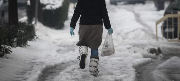 Ιδιαίτερη προσοχή απαιτείται κατά το βάδισμα στον πάγο / Φωτογραφία: EUROKINISSI