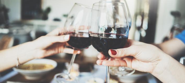 Το τρικ για παγωμένο κρασί στο ποτήρι χωρίς παγάκια