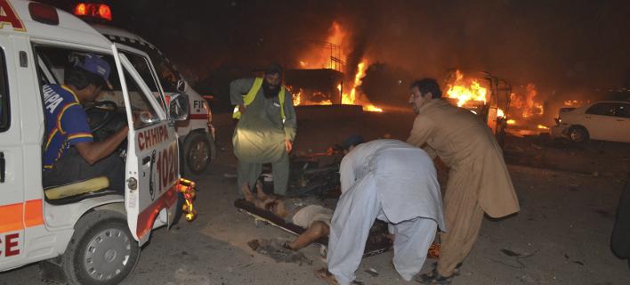 Στόχος της επίθεσης ήταν μία στρατιωτική περίπολος (Φωτογραφία: AP/ Arshad Butt)