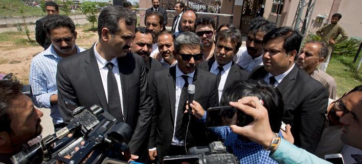 Δικηγόροι  Ναουάζ Σαρίφ στο Πακιστάν/ Φωτογραφία AP images/ B.K. Bangash