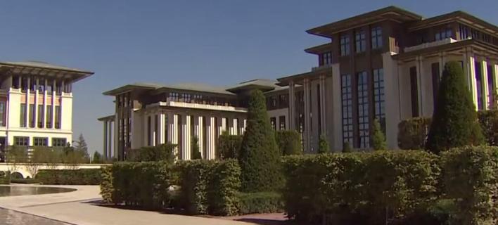 Μέσα στο «χρυσό» παλάτι του Ερντογάν