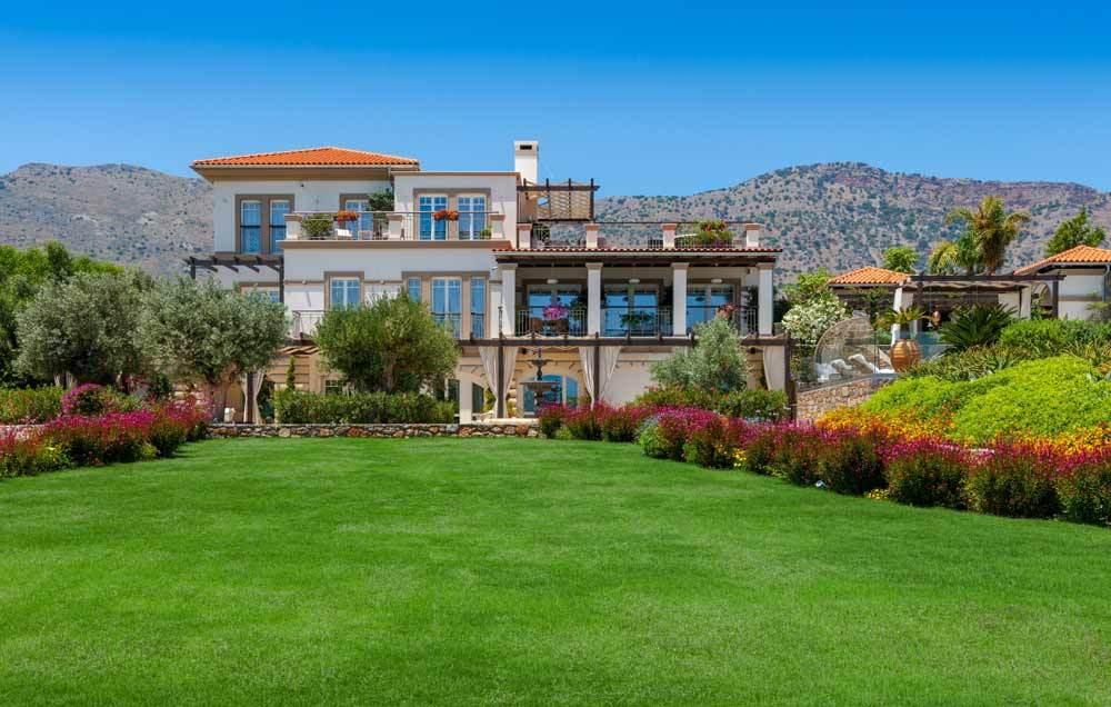 Το παλάτι της Κρήτης που πωλείται αντί 10,5 εκατομμυρίων ευρώ! Δεν θα πιστεύετε στα μάτια σας