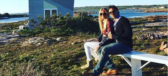 Η Γκουίνεθ Πάλτροου με τον αρραβωνιαστικό της, Μπραντ Φαλτσούκ. Φωτογραφία: Instagram