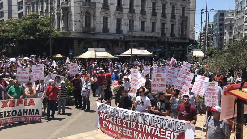 Πορεία στη Βουλή για το πολυνομοσχέδιο -«Οχι» στις περικοπές σε μισθούς και συντάξεις [εικόνες βίντεο]