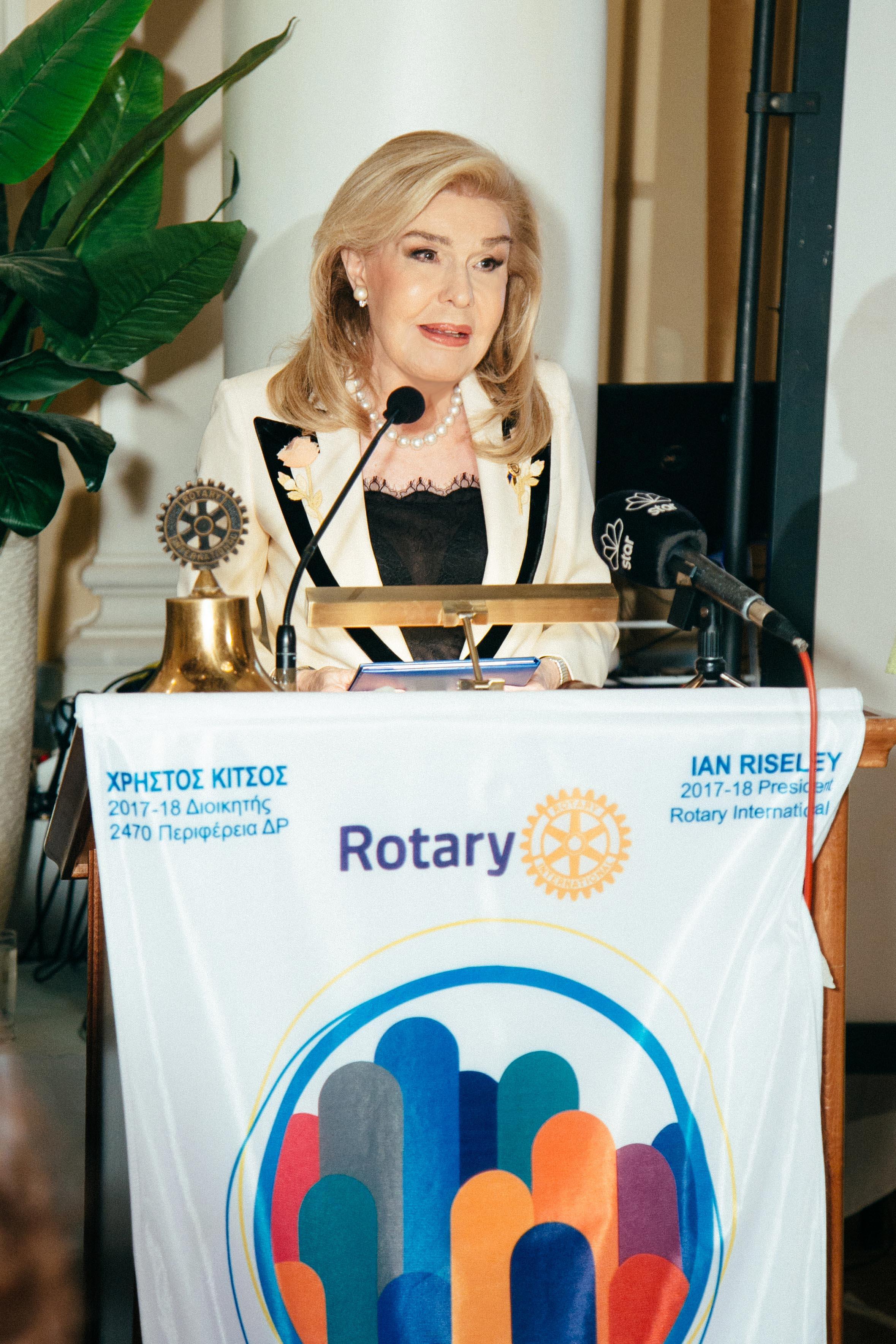 Η κυρία Μαριάννα Β. Βαρδινογιάννη κατά τη διάρκεια της ομιλίας της