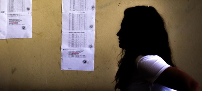 Πανελλήνιες 2018: Γενική πτώση των βάσεων «δείχνουν» οι βαθμολογίες