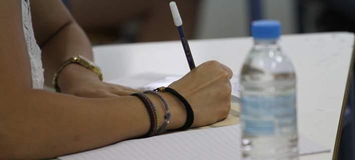 Εξετάστηκαν σε Λατινικά, Χημεία και Αρχές Οικονομικής Θεωρίας σήμερα οι υποψήφιοι στις Πανελλήνιες - Τα θέματα