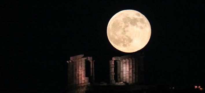 Strawberry moon του Ιουνίου, πάνω από το ναό του Ποσειδώνα -Φωτογραφία: Intimenews