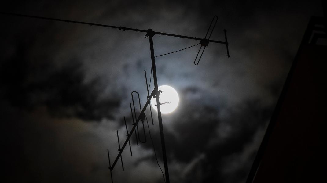 Το γεμάτο φεγγάρι του Νοεμβρίου πάνω από την Αθήνα-EUROKINISSI//Τατιάνα Μπόλαρη
