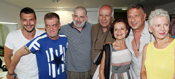 Οι συντελεστές της παράστασης «Αχαρνής» /Φωτογραφία: NDP Photo Agency