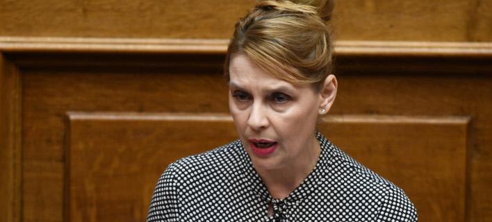 Η Κατερίνα Παπακώστα κατέθεσε την ιδρυτική διακήρυξη του κόμματος Νέα Ελληνική Ορμή [εικόνα]