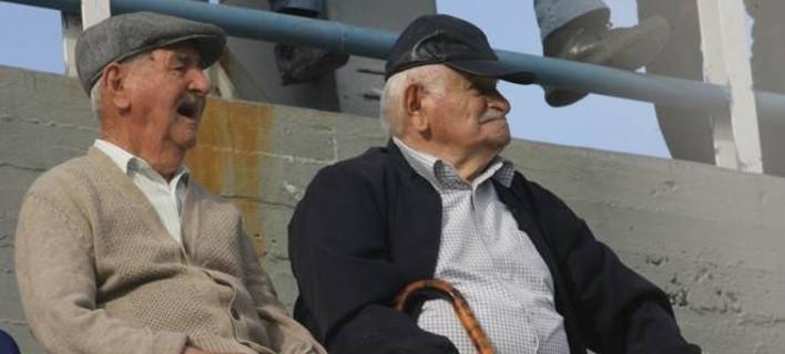 Πασαρέλα ηλικιωμένων ανδρών στη Λάρισα - Εναλλακτικά καλλιστεία με βεβαίωση από τα ΚΕΠ
