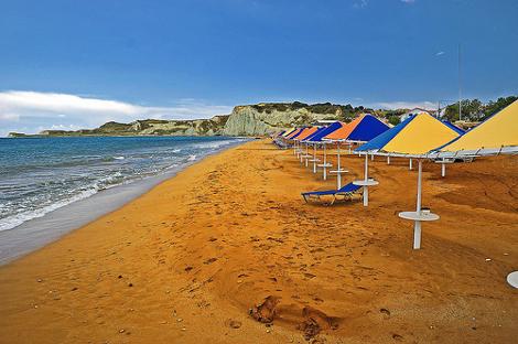 4f621b1d2c ... Παραλία Ξι -Η άγνωστη πλαζ της Κεφαλονιάς με την κατακόκκινη άμμο και  το περίεργο όνομα ...