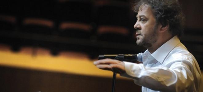 Ο Γιάννης Πάριος αναβιώνει το έργο του Τσιτσάνη απόψε στο Μέγαρο Μουσικής