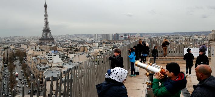 Το Παρίσι φιγουράρει από το 2003 στην πρώτη δεκάδα με τις ακριβότερες πόλεις του πλανήτη (Φωτογραφία: AP/Christophe Ena)