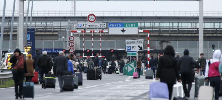 Επεσαν πυροβολισμοί στο Ορλί -Εκκενώθηκε το αεροδρόμιο του Παρισιού [εικόνες & βίντεο]