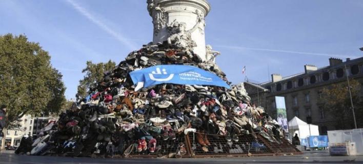 Πυραμίδια από παπούτσια στο Παρίσι/ Φωτογραφία: Twirtter