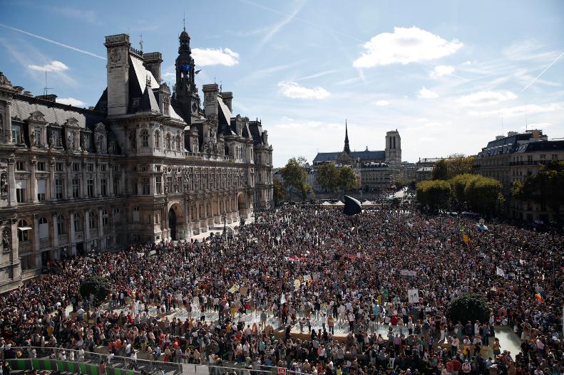 Γάλλοι ζητούν μέτρα για την κλιματική αλλαγή/Φωτογραφία: ΑΡ