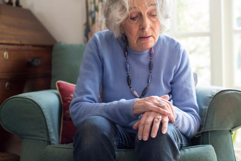 Γυναίκα με πρώιμα σημάδια της νόσου του Πάρκινσον