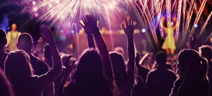 7 πρωτοχρονιάτικα πάρτι στην Αθήνα για όλα τα γούστα -RNB, σε ξενοδοχεία, με θέμα τη «Λάμψη» του Φώσκολου