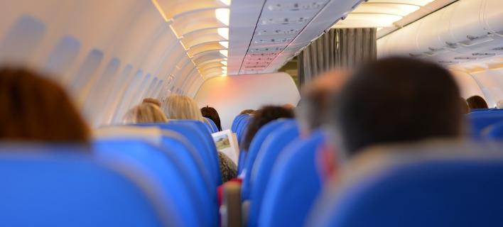 Αναγκαστική προσγείωση αεροπλάνου -Ουρλιαζε στο πλήρωμα γιατί δεν της έφερναν... σαμπάνια