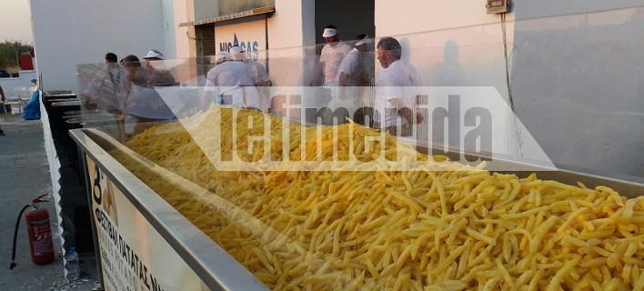 Η Νάξος μπήκε στο Γκίνες! Τηγάνισαν 554 κιλά πατάτες [εικόνες]