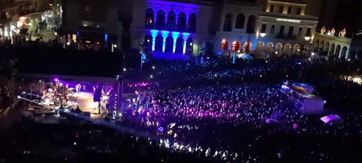 Ξεκίνησε το Πατρινό καρναβάλι: Πυροτεχνήματα, χοροί, δρώμενα και ατελείωτο κέφι ως το πρωί [βίντεο]
