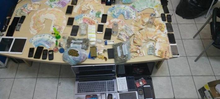 Σύλληψη 8 ατόμων για διακίνηση κοκαΐνης και κάνναβης /Φωτογραφία hcg.gr