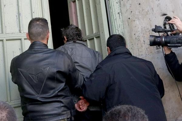 Στον εισαγγελέα ο 34χρονος που έπνιξε με μαξιλάρι τον πατέρα του στην Κρήτη (φωτός)