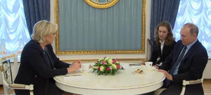 Αιφνίδια συνάντηση Πούτιν -Λεπέν στο Κρεμλίνο, ένα μήνα πριν τις εκλογές της Γαλλίας