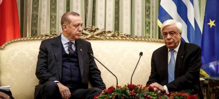 Η στιγμή που ο Προκόπης Παυλόπουλος «απέφυγε» τη χειραψία με τον Ταγίπ Ερντογάν [βίντεο]