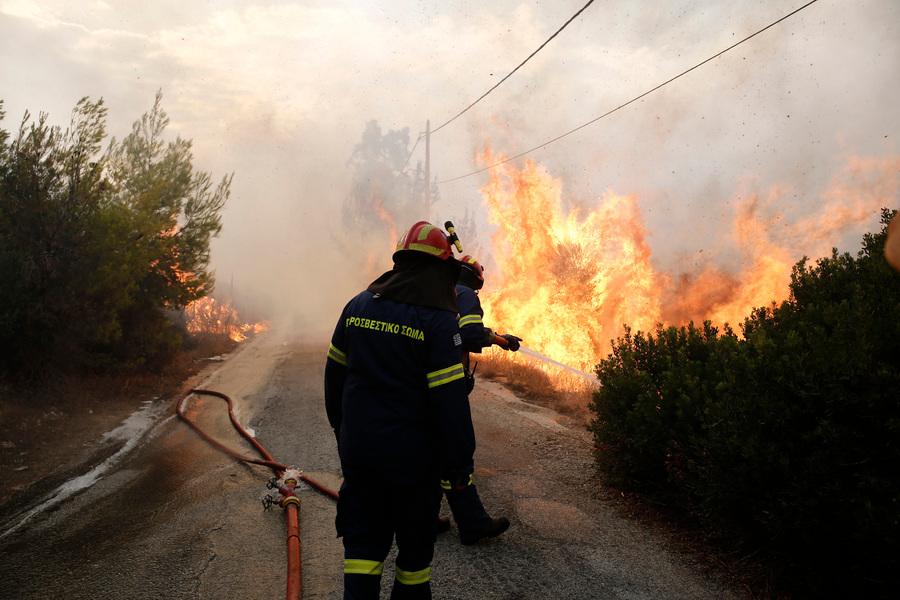 Μέτωπο 3-4 χιλιομέτρων έχει η φωτιά στην Πεντέλη -Φωτογραφία:ΑΠΕ ΜΠΕ/ΑΛΕΞΑΝΔΡΟΣ ΒΛΑΧΟΣ