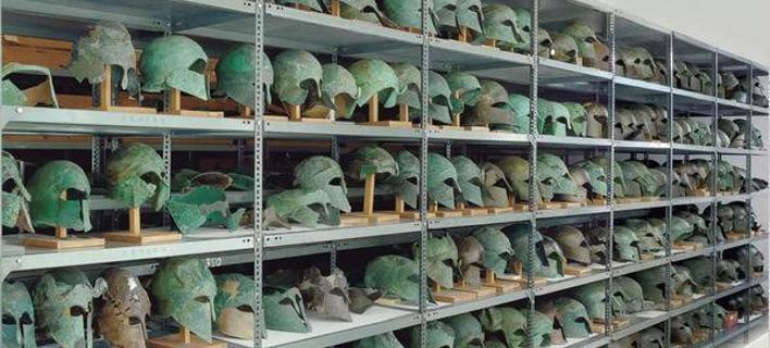 Φωτογραφία: Twitter/ Η φωτογραφία που σκάλωσε μέχρι και τους αρχαιολόγους- Γιατί διασώζονται τόσες περικεφαλαίες στην Αρχαία Ολυμπία; [εικόνες]