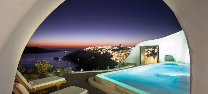 Καθηλωτική η θέα που προσφέρει το ξενοδοχείο / Φωτογραφία: Perivolas
