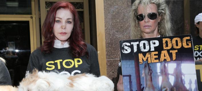 Πρισίλα Πρίσλεϊ και Κιμ Μπάσιντζερ. Φωτογραφία: Splash News