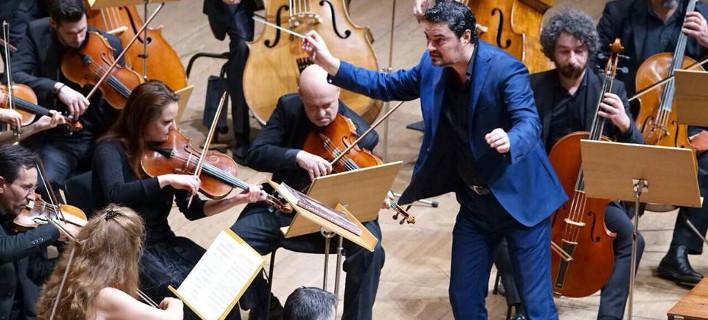 Διεθνούς φήμης Διευθυντής Ορχήστρας, φωτογραφίες: facebook/Γιώργος-Πέτρου