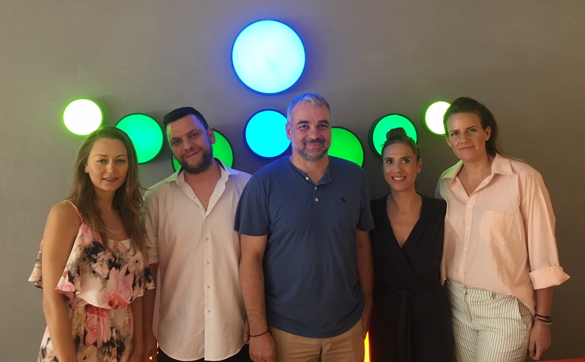 Μανώλης Φανουράκης και Νίκος Ευθυμιόπουλος με μέλη της ομάδας του Γραφείου Τύπου και Δημοσίων Σχέσεων του ΟΠΑΠ
