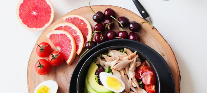 πιάτο με φρούτα και λαχανικά/Φωτογραφία: pexels