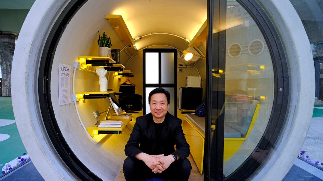 Η λύση για την ακριβή κατοικία στο Χόνγκ Κονγκ: Κομψά μικροδιαμερίσματα μέσα σε σωλήνες αποχέτευσης-AP Photo/Vincent Yu