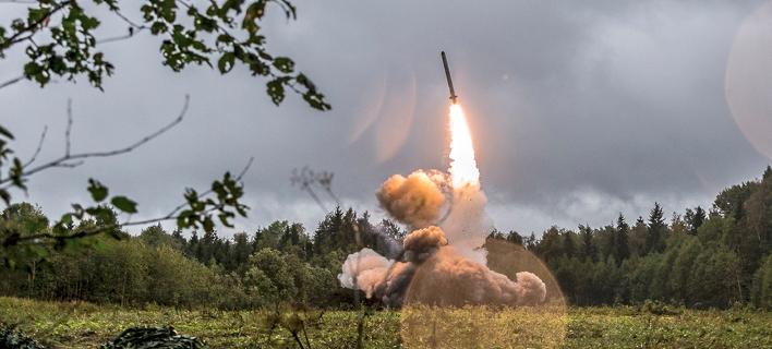 Το Ιράν αψηφά τις ΗΠΑ: Ανακοίνωσε την «επιτυχή» δοκιμή νέου βαλλιστικού πυραύλου