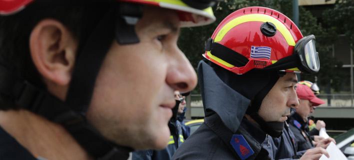 Συγκέντρωση συμβασιούχων πυροσβεστών στο Σύνταγμα