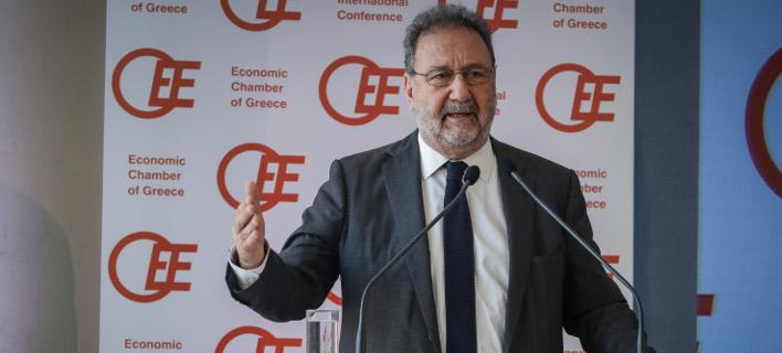 Ο υφυπουργός Οικονομίας, Στέργιος Πιτσιόρλας στο βήμα του συνεδρίου του ΟΕΕ/ Φωτογραφία: Eurokinissi