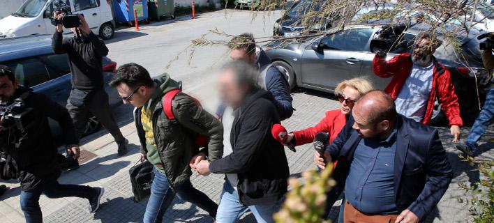 Συλληφθέντας του κυκλώματος/ Φωτογραφία: Ιntime News