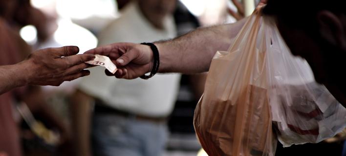 4 λεπτά η κάθε πλαστική σακούλα, 9 από του χρόνου -Αλαλούμ στα σούπερ μάρκετ /Φωτογραφία: Sooc