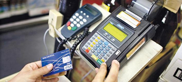«Παγώνει» η υποχρεωτική χρήση καρτών για επιχειρήσεις και επαγγελματίες