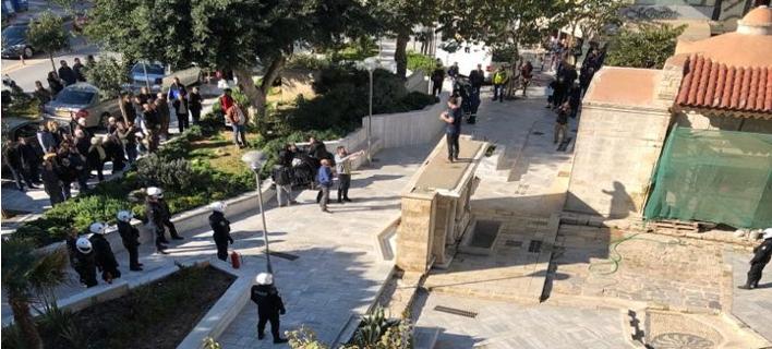 Ηράκλειο: Ανδρας απειλούσε να αυτοπυρποληθεί μπροστά στα παιδιά του [εικόνες]