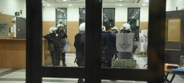Συμβολαιογράφοι: Αναβάλλονται και σήμερα οι πλειστηριασμοί σε Αθήνα, Πειραιά και νησιά Αιγαίου