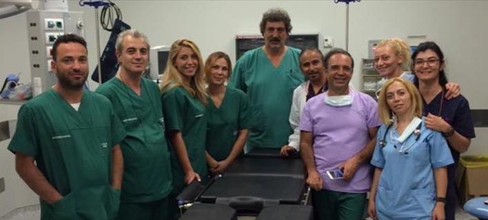 Ο Πολάκης χειρούργησε ασθενή στη Σαντορίνη για να ζηλέψουν Αδωνις και Βορίδης! [εικόνα]