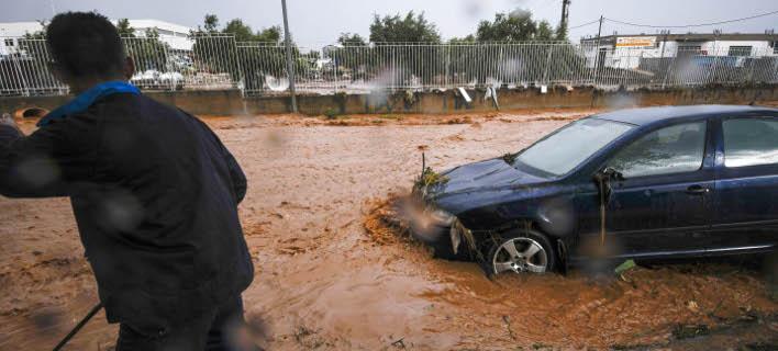 Διακοπή της κυκλοφορίας οχημάτων εξαιτίας της πλημμύρας (Φωτογραφία: EUROKINISSI/ ΑΝΤΩΝΗΣ ΝΙΚΟΛΟΠΟΥΛΟΣ)