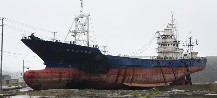 Πλοία-θηρία παίρνουν φόρα και βγαίνουν στη στεριά